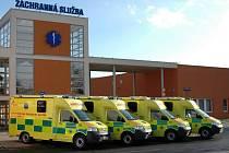 Zlínští zdravotničtí záchranáři získali v prosinci 2009 čtyři nové sanitky. Ty mají i speciální lehátka umožňující lepší manipulaci s pacienty.