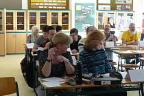 Netradičním způsobem oslavila ZŠ Zlín Křiby Den učitelů. Žáci 9. ročníku se postavili za katedru, aby učili své učitele.