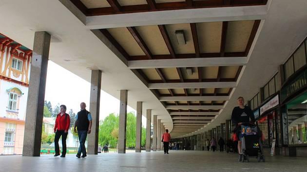 Kolonáda v areálu Lázně Luhačovice. Ilustrační foto