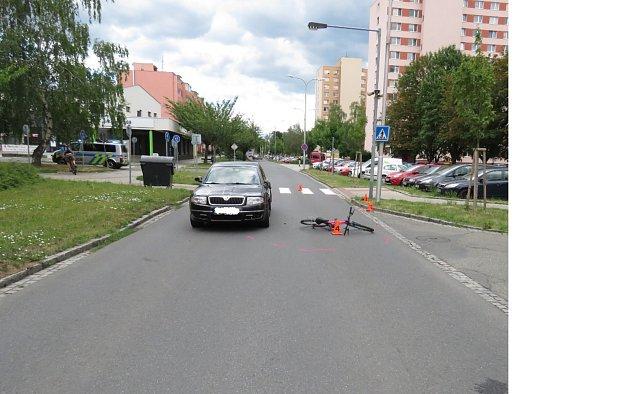 Svědky dopravní nehody, při níž se lehce zranil devítiletý chlapec, hledají kroměřížští policisté.