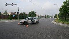 Který z řidičů jel na červenou? Policie zjišťuje.