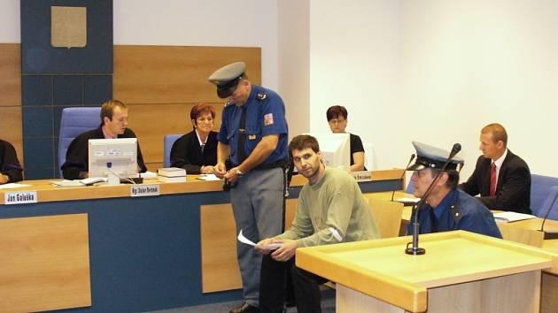 Pokud soudce Beránek uzná Kotoučka vinným, hrozí mu až deset let vězení.