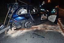 Zraněný řidič byl odvezen do nemocnice.