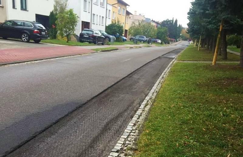 Osmadvacet nových parkovacích míst právě vzniká na ulici Dlouhá na slavičínském sídlišti Malé Pole.