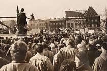 17. listopadu 1989 lidé demonstrovali za svobodu a demokracii