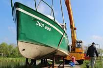 Ve středu 29. dubna 2015 přemístili na Baťův kanál ve Spytihněvi hausbóty a informační loď.