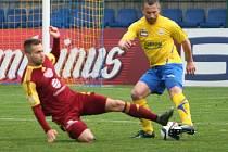Fotbalisté Fastavu Zlín (ve žlutém) v rámci 26. kola v neděli hostili pražskou Duklu.