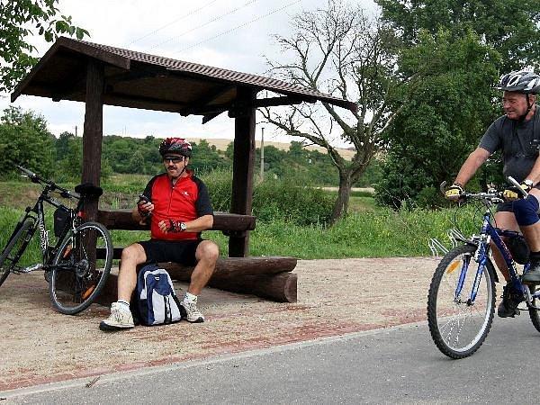 Cyklisté i bruslaři už hojně využívají nový úsek cyklostezky mezi zlínskými čtvrtěmi Prštné a Louky.