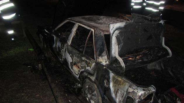 Požár zaparkovaného auta ve Zlíně.