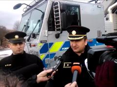 Pyrotechniky ochrání nové pancéřové vozidlo. Předal jim jej policejní prezident
