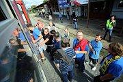 Odjezd fanoušků FC Fastav Zlín z nádraží ve Zlíně.