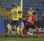 Prvoligoví fotbalisté Fastavu Zlín (ve žlutém) v sobotním 16. kole v odvetě doma hostili nováčka z Opavy.