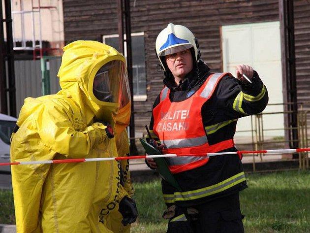 Speciální prověřovací cvičení profesionálních hasičů v Otrokovicích.
