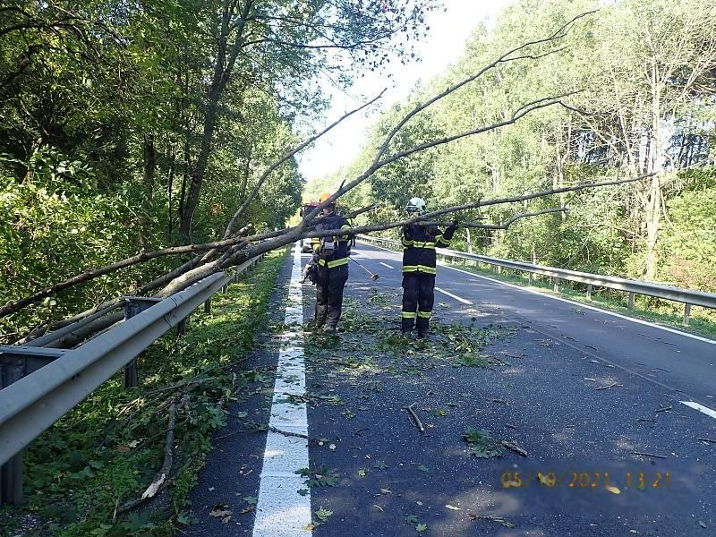 Následky silného větru ve Zlínském kraji, 5. října 2021