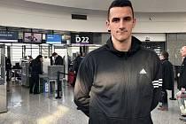 Brankář Matej Rakovan (na snímku) po podpisu smlouvy odletěl za zlínským týmem do Turecka.
