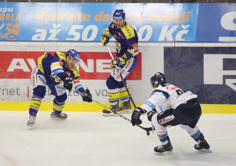 Extraligovi Hokejiste Aukro Berani Zlin V Modrem V Patecnim  Kole Hostili Liberec