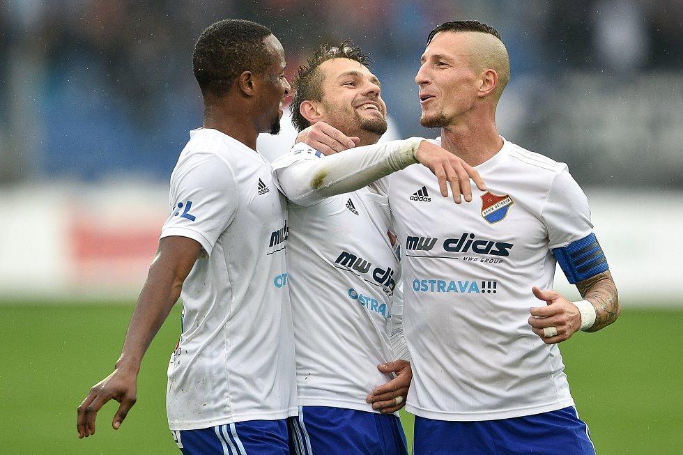 Utkání 12. kola první fotbalové ligy: Baník Ostrava - Fastav Zlín, 5. října 2019 v Ostravě. Na snímku (zleva) Dame Diop, Milan Jirásek a Jiří Fleišman.