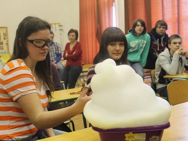 V chemii lízali zmrzlinu vyrobenou tekutým dusíkem