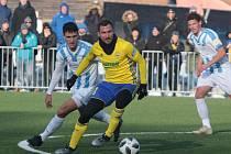 Fotbalisté Zlína (žluté dresy) ve druhém zimním přípravném zápase přehráli slovenskou Nitru 5:0. Na snímku Petr Jiráček.