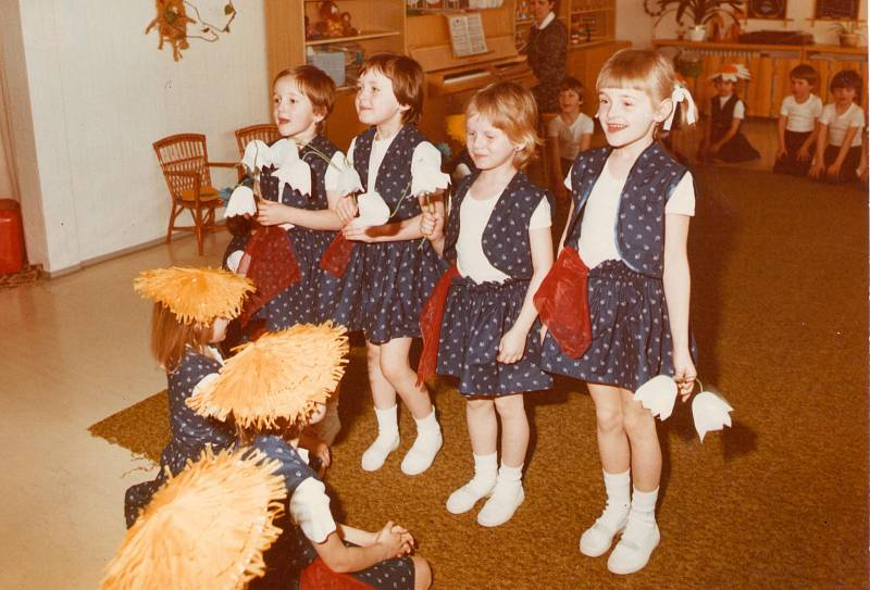 MŠ FRYŠTÁK (1981–1982), PŘEDSTAVENÍ. Vystoupení dětí k Mezinárodnímu dni žen.