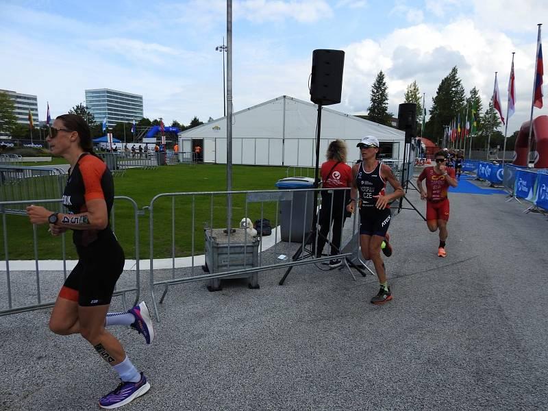Helena Kotopulu na mistrovství světa v dlouhém triatlonu v Almere 2021