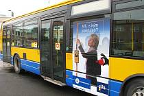 Zlínské autobusy upozorňují na krádeže v MHD.