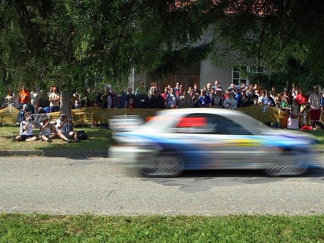V rámci Barum Czech Rally Zlín závodníci v neděli odjeli 12. rychlostní zkoušku v Pohořelicích.