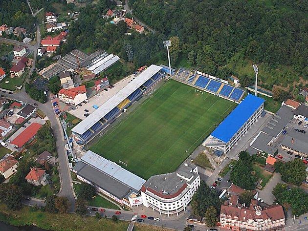 Trávník na zlínském fotbalovém stadionu Letná bude brzy vyhřívaný.