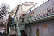 Budova Ekoferm na autobusovém nádraží ve Zlíně, půjde kvůli přestavbě nádraží k zemi. Oblíbené obchůdky, které zde byly, skončí na jiných místech .