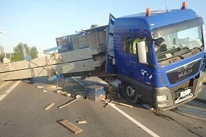 Nehoda kamionu v Otrokovicích