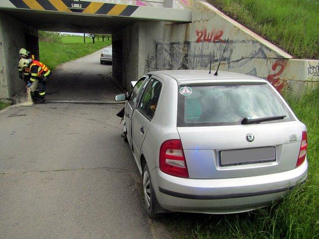 Řidička se zranila, když narazila do podjezdu