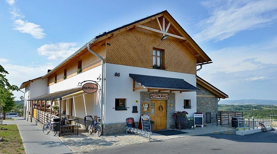 Restaurace a penzion Na Pinduli.