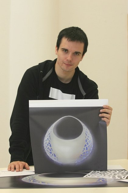 Student UTB David Frkal a jeho vítězná kabelka.