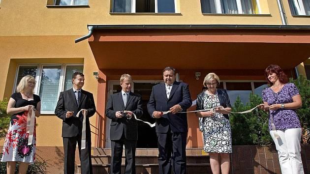 Vizovická Střední škola odevní a služeb v pátek 2. září slavnostně pro své studenty otevřela nově zrekonstruovaný domov mládeže.