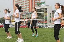 Ve středu se na Gahurově prospektu konalo cvičení pro veřejnost, které připravili na konec akademického roku sportovci ze zlínské Univerzity Tomáše Bati.