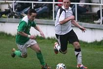 Fotbalisté Podkopné Lhoty (v zeleném) prohráli se Slušovicemi 0:1 po penaltách.