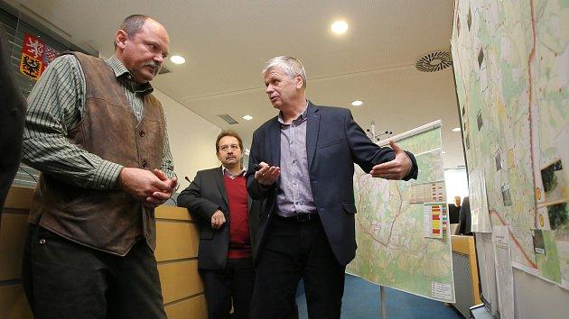 Ministr zemědělství Jiří Milek na karjském úřadě ve Zlíně.