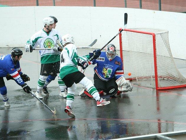 Toto gól nebyl. Hokejbalisté Malenovic překonali brankáře Karviné pouze dvakrát a soupeři podlehli jednoznačně o šest gólů.