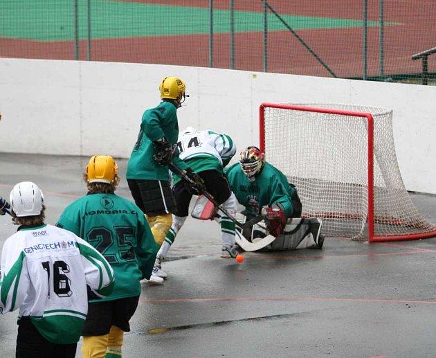 Hokejbalisté Malenovic v souboji s Vsetínem