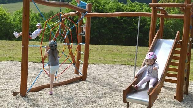 Hned dvě nová dětská hřiště začala na přelomu května a června sloužit veřejnosti v Luhačovicích. Město je nechalo vybudovat v místních částech Polichno a Kladná Žilín.