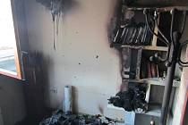 Hasiče zaměstnal požár v podkroví víceúčelového domu v Otrokovicích