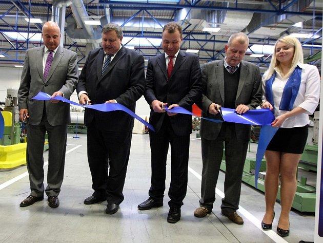 Slavnostní otevření tovární haly na výrobu zemědělských pneumatik MITAS v Otrokovicích.