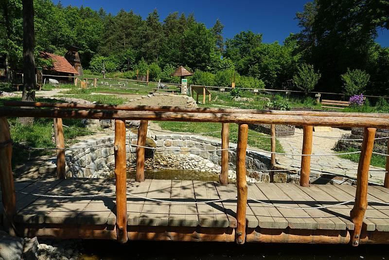Vysoké Pole, obec v srdci Vizovických vrchů, pod pověstmi opředenou horou Klášťov.