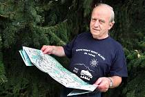 V lese u Helfštýna se Jiří Tomáš poprvé setkal s jelenem, v Rakousku se dostal do kančí obory.