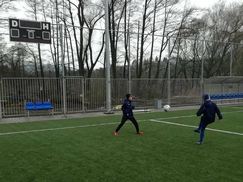 Mladí fotbalisté Fastavu se konečně dočkali tréninků. I když v omezeném režimu.