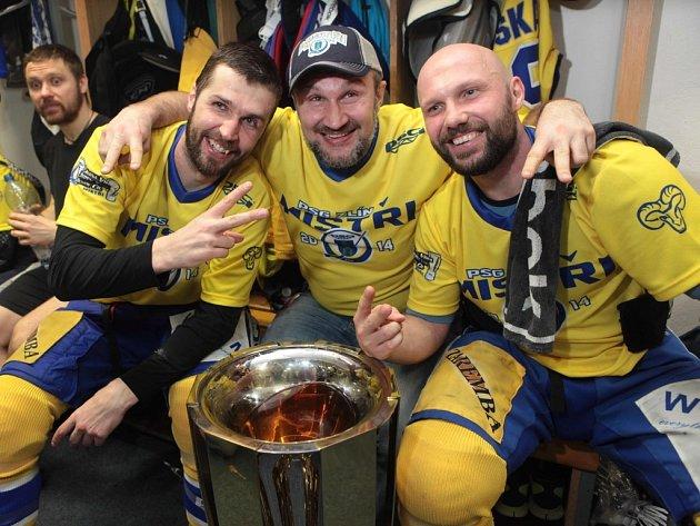 Finále play off PSG Zlín- HC Kometa Brno. Zleva Jaroslav Balaštík, Martin Hamrlík a Petr Leška.