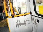 Klikyháky opatřil vandal i budovu obecního úřadu v Březolupech.