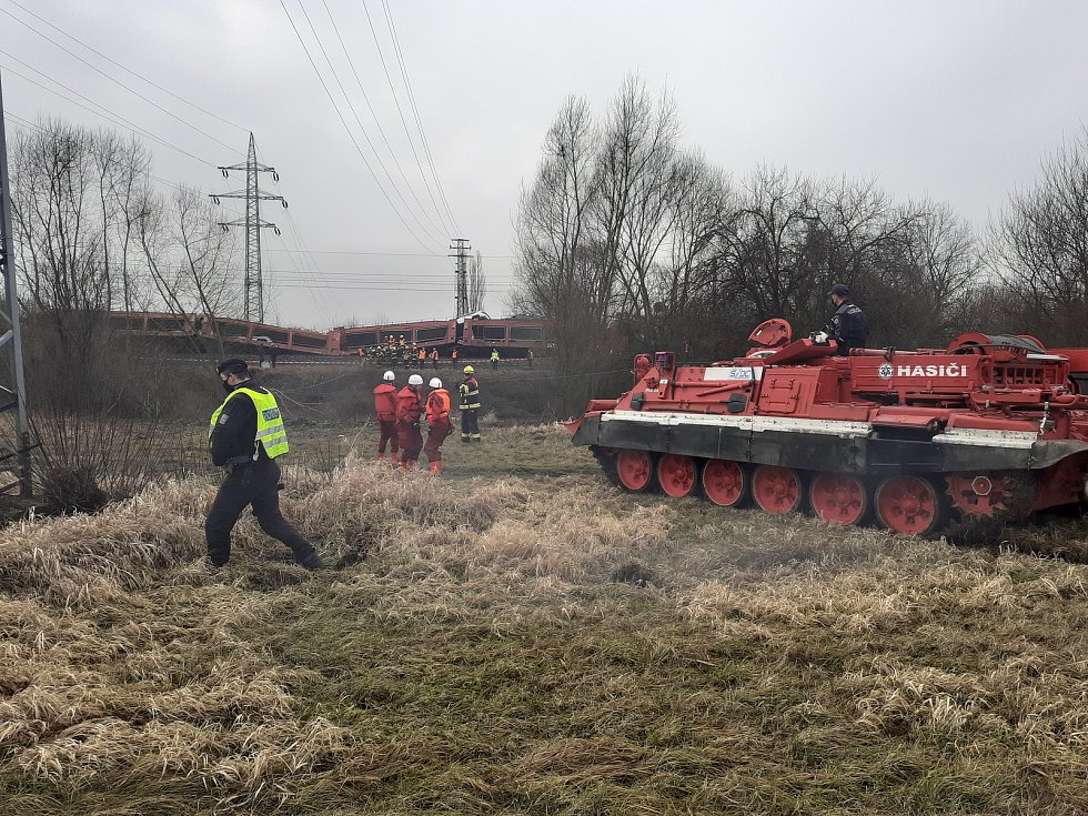Srážka a vyproštění nákladních vlaků u Otrokovic.