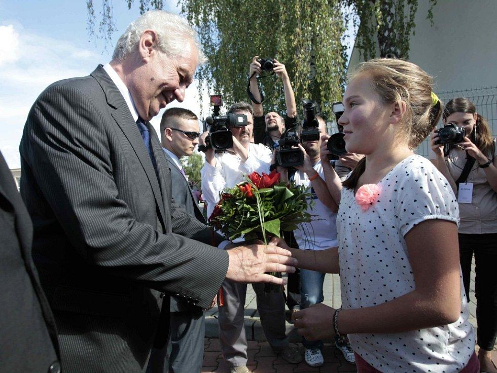 Návštěva prezidenta Miloše Zemana ve Zlínském kraji. Gymnázium Lesní čtvrť