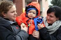 Hasiči vybrali 100 tisíc pro nemocnou dceru jejich kolegy. Dorotka Obadalová z Luhačovic má teprve dva a půl roku a již musela přečkat spoustu vyšetření a léčení.